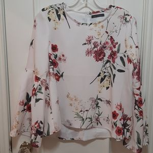🛍️ Floral blouse with bell sleeve